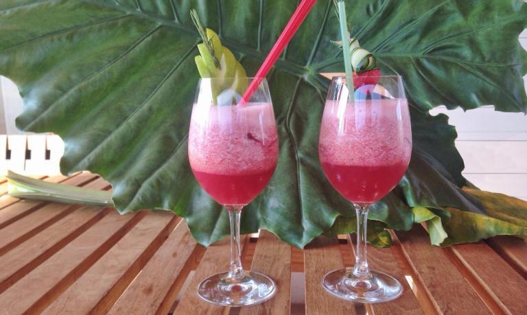 Marted� 28 luglio il Fruit Punch analcolico a base di frutta fresca preparato da Fabiano Omodeo sar� in vendita a 5€ sulla terrazza di Identit� Expo