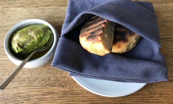 Pane di patata, crema di kale,steli di kale eyogurt, olio di semi di girasole