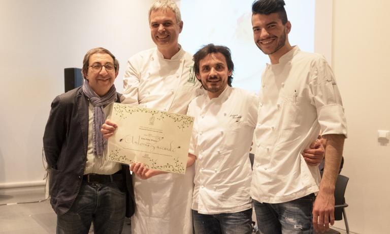 Antonio Zaccardi, il terzo da sinistra, con lo chef Pietro Leemann e il giornalista Gabriele Eschenazi, ideatori di The Vegetarian Chance (tutte le foto diYoshie Nishikawa)