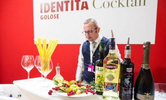 """Fabiano Omodeonel corso del """"numero zero"""" diIdentità Cocktail, lo scorso anno a Identità Milano 2017"""