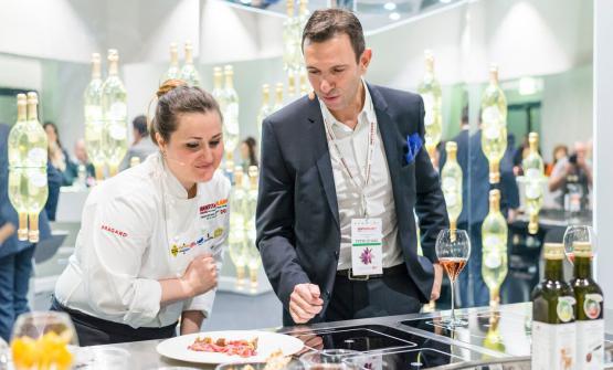 Caterina Ceraudo eFrédéric Panaïotis, chef de cave dellaMaison Ruinart: a loro è toccato l'onore e l'onere di aprire la prima lezione della prima giornata di Identità di Champagne