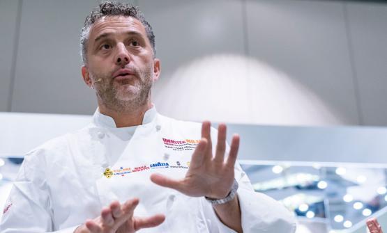 Il risotto perfetto, secondo Giancarlo Perbellini, dopo la sua lezione alla Scuola di Identità Golose, a Identità Milano 2017(foto Brambilla-Serrani)