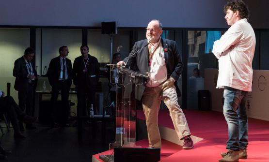 Battisti con Paolo Marchi sul palco di Identità Milano 2017