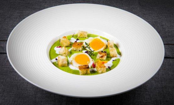 Uova di quaglia con tuorlo marinato e crema di piselli