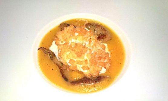 Uovo pochè croccante, zucca gialla, fonduta di maiorchino, funghi porcini dell'Etna e rosmarino
