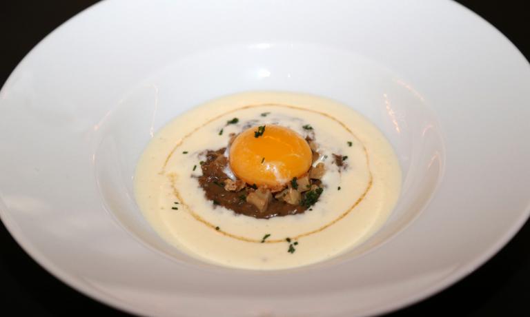 Uovo, porcini, frisella e taleggio di bufala di Nino di Costanzo