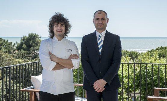 Lo chef assieme aSokol Ndreko, maître e sommelier del ristorante