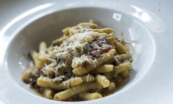 Pasta con pomodoro alla brace, sponsale alla brace, carne affumicata e pecorino, servita da Zito nel febbraio scorso a Identità Golose Milano