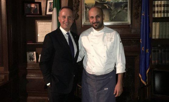 Lo chef Roberto Toro con l'ambasciatore italiano negli Stati Uniti, Armando Varricchio