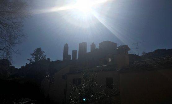 Il sole splende sopra San Gimignano. E sopra la Ve