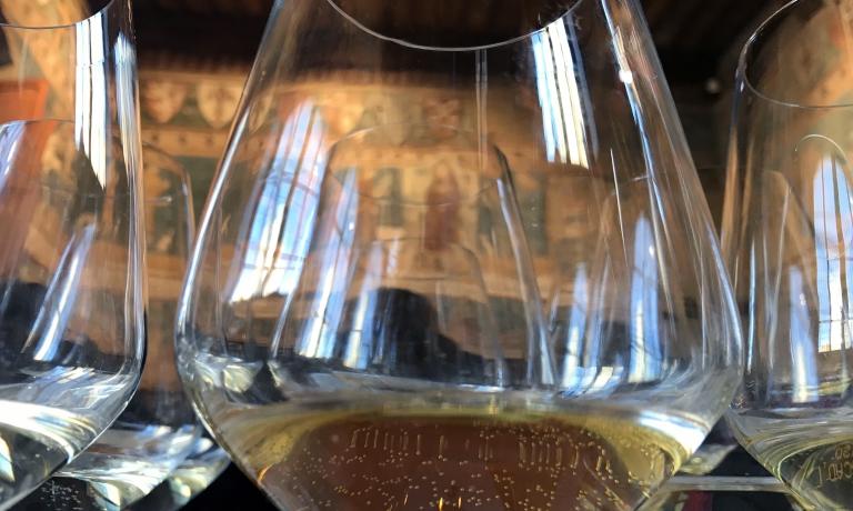 La degustazione in sala Dante, nel cuore di San Gimignano
