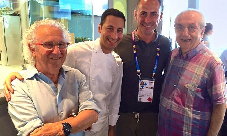 Foto di gruppo a Identità Expo: da sinistra, Ezio Santin, Fabio Abbattista, Francesco Apreda e Gualtiero Marchesi. Apreda cucinerà a Identità Expo da domani, mercoledì, a domenica sera