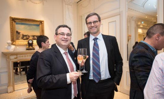 Il direttore generale delComité Champagne,Vincent Perrin, insieme al console francese a Milano, Olivier Brochet