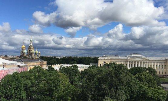 La vista che si gode dal Grand Hotel Europe, albergo iconicodi San Pietroburgo. La metropoli russa sta scomettendo molto sulla ristorazione. L'abbiamo verificato in occasione della prima edizione deiGourmet Days, 4-9 luglio