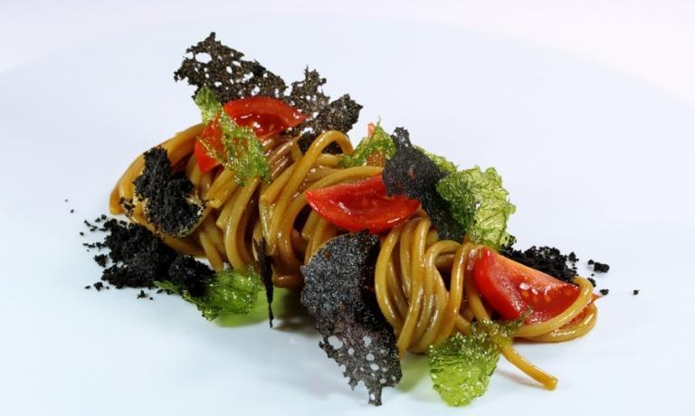 MARI DIMENTICATI. Spaghettoni Matt Felicetti con anemoni di mare e wasabi, il primo piatto di Vitale a Identità ExpoS.Pellegrino