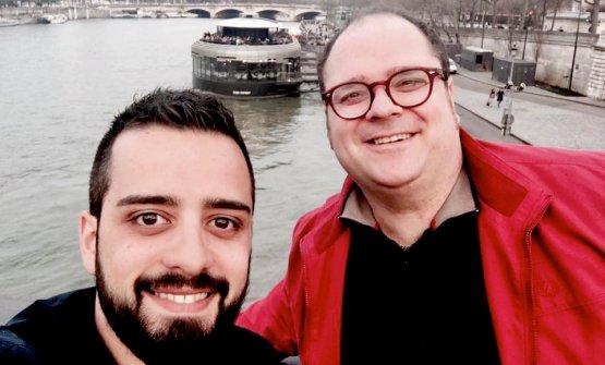 Vitantonio Lombardo, a destra nella foto con gli occhiali, a Parigi con Donato Addesso «il maître che tutti vorrebbero»