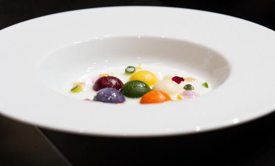 Gnocchi di verdure con perle croccanti, acqua ai sette pepi e siero di pecorino, il piatto presentato dalla Varese a Identità Milano 2015