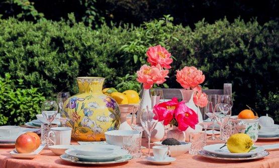 Una tavola speciale, nel giardino della residenza