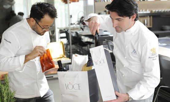 Alessandro Negrini, a sinistra, e Fabio Pisani in azione per il take away di Voce