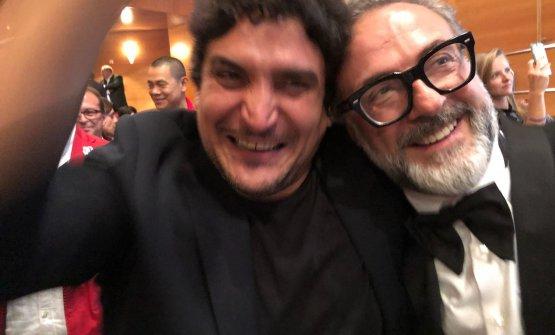 Mauro Colagreco festeggia con Massimo Bottura