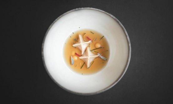 Un piatto nuovissimo della Marcelli, che noi non abbiamo assaggiato: Tèdi anatra con dim sum delle sue interiora, gel di dashi alla puccia dì patate (la puccia è la classica pagnotta sudtirolese di farina di segale e frumento, aromatizzata con semi di anice). A parte, una Pralina di coscia d'anatra brasata con maionese speziata