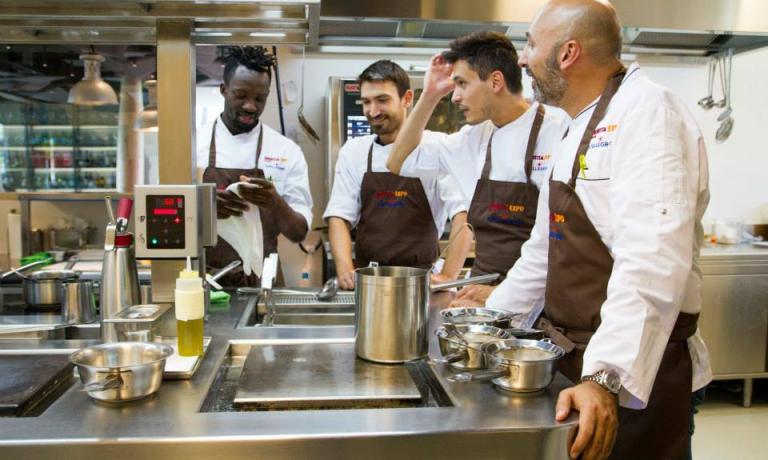L'executive chef e alcuni dei ragazzi della brigata del ristorante di Identità Expo