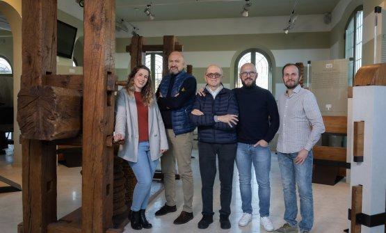 La famiglia Coppini, che conduce l'azienda fondata nel 1946 da Amèrico: al centro Ernesto e con lui Matteo, Francesco e Pierluigi e Anita