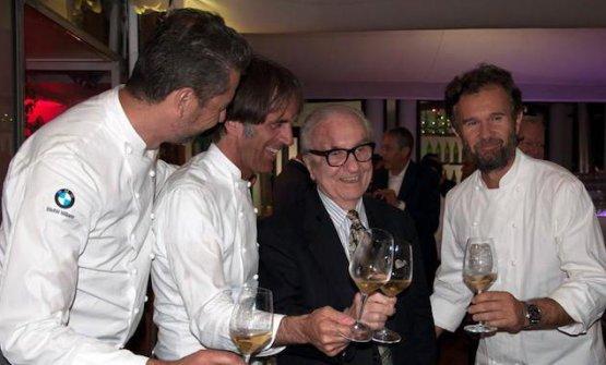 Una recente immagine dell Maestro con tre suoi Marchesi Boys: Berton, Oldani e Cracco