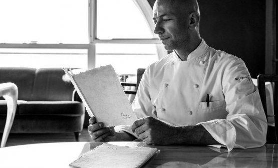 Viaggio nella Valle delle Cartiere, dove si produce la carta fatta a mano per i menu di grandi ristoranti