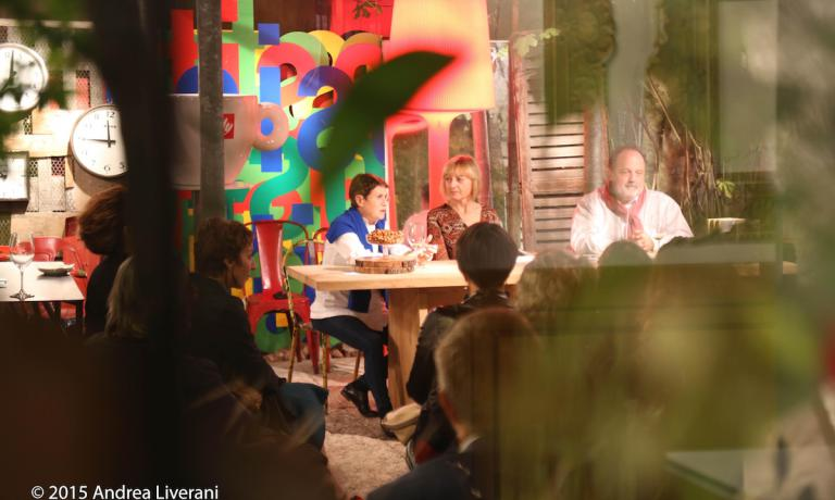 Un momento della presehtazione di XXL, 50 piatti che hanno allargato la mia vita lunedì 12 ottobre nello spazio Rossana Orlandi in via Bandello a Milano. Nello scatto di Andrea Liverani, si riconosto, da sinistra verso destra, la chef Marta Pulini, la giornalista Alessandra Pon e l'autore del libro, Paolo Marchi