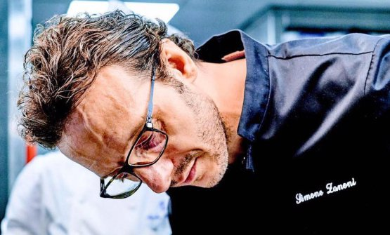 Simone Zanoni, bresciano, classe 1976, da agosto 2016 al timone del ristorante di cucina italiana-mediterranea delLe George, contenuto nell'hotelFour Seasons George V di Parigi