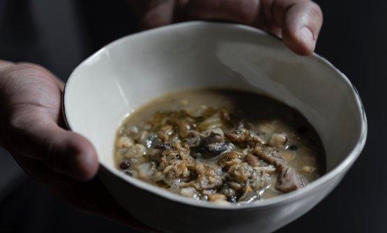 Zuppa di cicerchie e roveja, testina di vitello, lumache e aringa affumicata