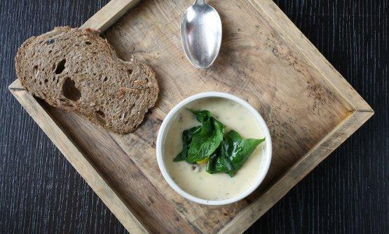Zuppa francigena con erbe selvatiche