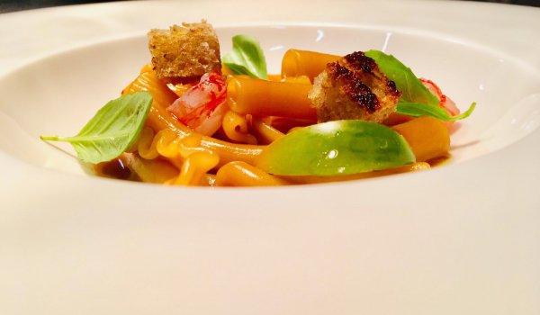 LaZuppa di pesce, crostacei e pasta mista del ristorante L'Alchimia di Milano