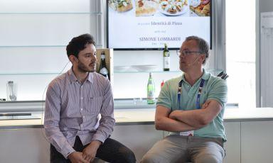Il pizza-chef Simone Lombardi insieme a Gabriele Zanatta poche ore fa a Identità di Pizza, appuntamento inserito nel programma di Identità Expo. Lombardi lavora da Dry - Coktails & Pizza, in via Solferino 33, a Milano. Tel: +39.02.63793414