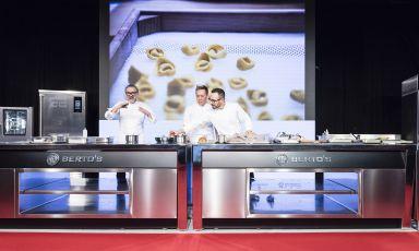Firmate da Berto'stutte le cucine professionalidi Identità Milano 2021, sia sulpalco principale chenelle altre sale attrezzate per le relazioni e le sessioni di show-cooking