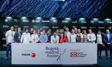 Group photo with the chefs invited to the first edition of Bogotá Madrid Fusion