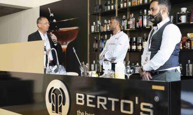 Da sinistra: Maurizio Trezzi, che ha condotto la lezione di Federico Della Vecchia e Domenico Costantini, chef e barman di Bioesserì