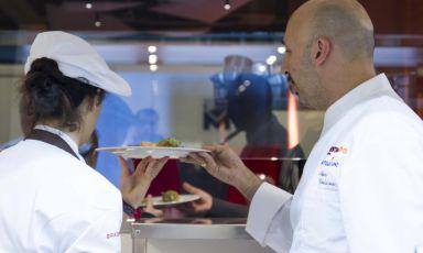 """E' Andrea Ribaldone il protagonista della settimana per """"Italian & International Best Chefs"""", i migliori cuochi nelle cucine di Identità ExpoS.Pellegrino. Firmerà un menu di quattro portate, con altrettanti vini al calice, che è possibile prenotare ai seguenti recapiti: expo@magentabureau.it o tel. +39.02.62012701. Il costo è di 75 euro"""