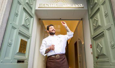 Cristoforo Trapani,chef della Magnolia dell'hotel Byron di Forte dei Marmi (Lucca), ha cucinato ieri sera la prima di 4 cene a Identità Golose Milano. Per prenotare da stasera a sabato 16 marzo, clicca qui. Foto a cura diOnstage Studio