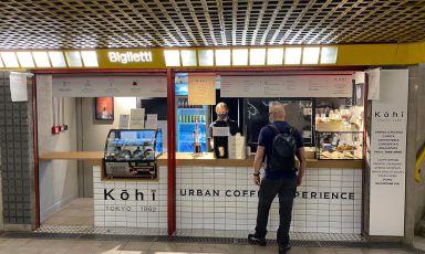 Il progetto di urban cofee experience, ideato da M&T e realizzato daAugusto Contractall'interno della stazione M3 di Porta Romana, a Milano, per il brandKōhī Tokyo 1982