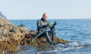 Stefano Bellani, 55 anni, titolare del ristorante la Garitta, sull'isola di Capraia (Livorno). Nel 2004 si è laureato campione mondiale di pesca in apnea