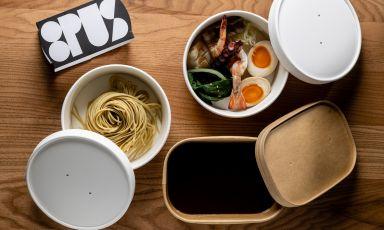 Ramen di zuppa di pesce, una delle proposte più gustose di 8pus.it, il fish delivery cheGiuseppe Iannotti, chef del Kresios di Telese Terme (Benevento), spedisce in tutta Italia