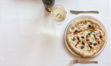 """Quali abbinamenti richiede la """"nuova pizza italiana"""". Ce ne parlerà Lorenzo Pillon, sommelier del Grigoris di Mestre, con una serie di articoli. Questo è il primo, introduttivo"""