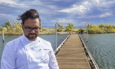 Lo chef che guarda il lago