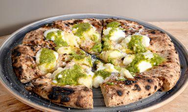 Patate, pesto Rossi di Genova, crescenza: la ricetta del delivery di Crosta a Milano