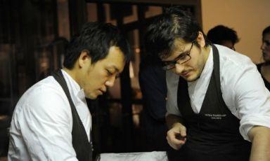 Yoji Tokuyoshi ed Enrico Vignolidell'Osteria Francescana di Modena nella serata parigina organizzata dai ragazzi di Fulgurances