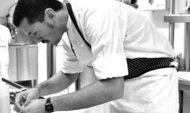 Enrico Marmo al lavoro nella cucina dei Balzi Ross