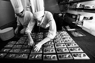 Sara Simionato è la pasticcera dell'Antica Osteria Cera di Lughetto di Campagna Lupia (Venezia). Dopo averci regalato un dolce per San Valentino, torna a scrivere per il sito di Identità