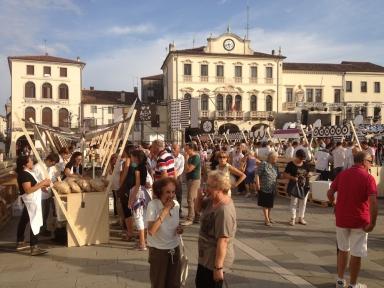 Piazza Maggiore, salotto estense